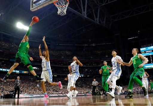 Oregon forward Dillon Brooks, left, drives to the basket over North Carolina forward Tony Bradley (5) during the first half in the semifinals of the Final Four NCAA college basketball tournament, Saturday, April 1, 2017, in Glendale, Ariz. (AP Photo/David J. Phillip)