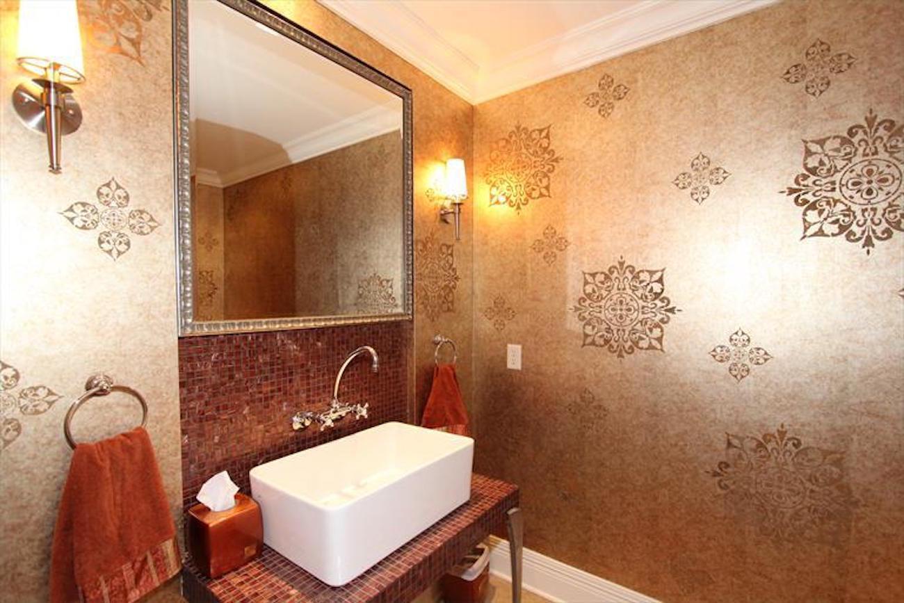 Homes living the dream in south lebanon cincinnati refined for Bathroom designs lebanon