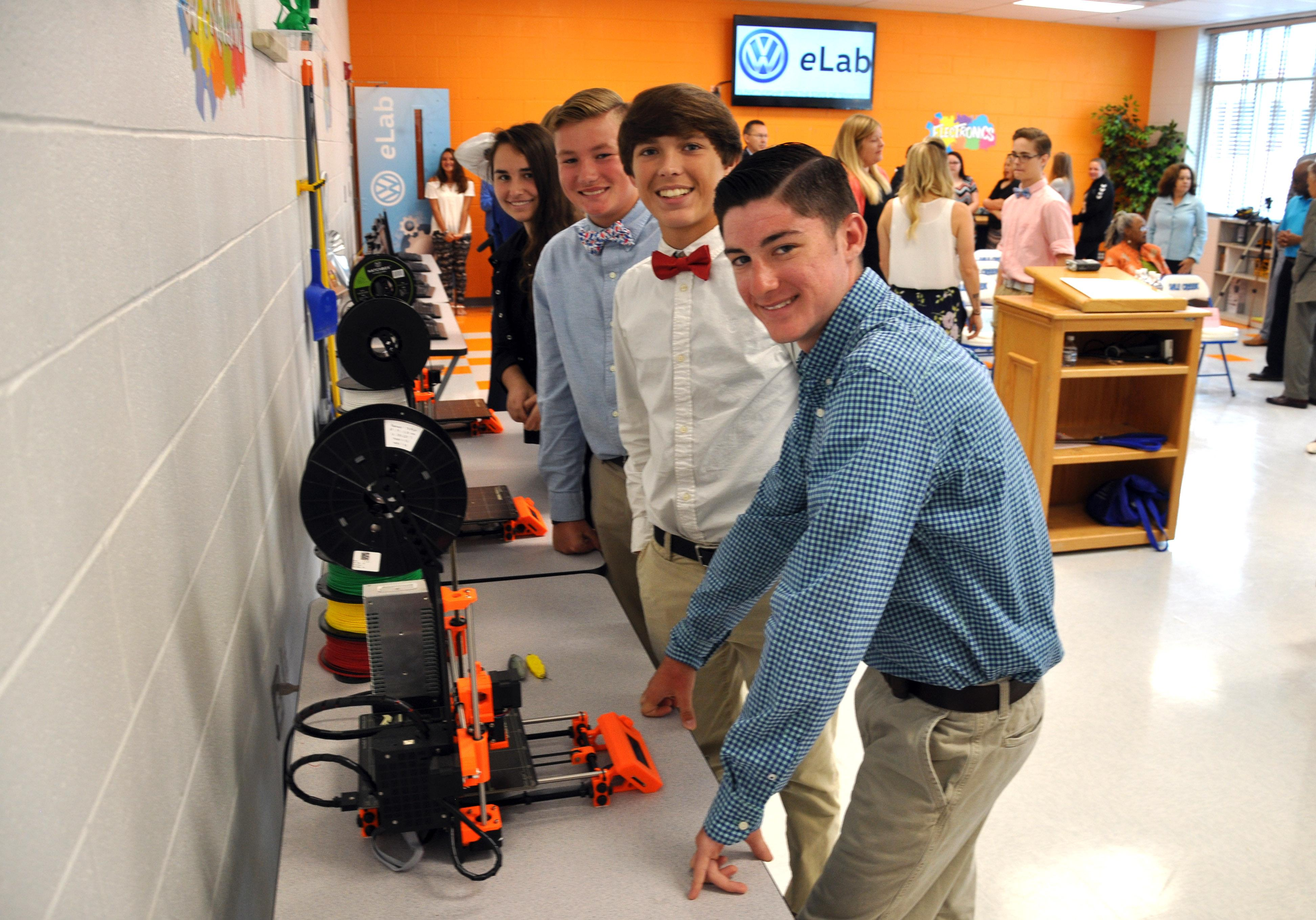 Students at Sale Creek Middle School excited for the opening of the Volkswagen eLab. (Image: Volkswagen Chattanooga)