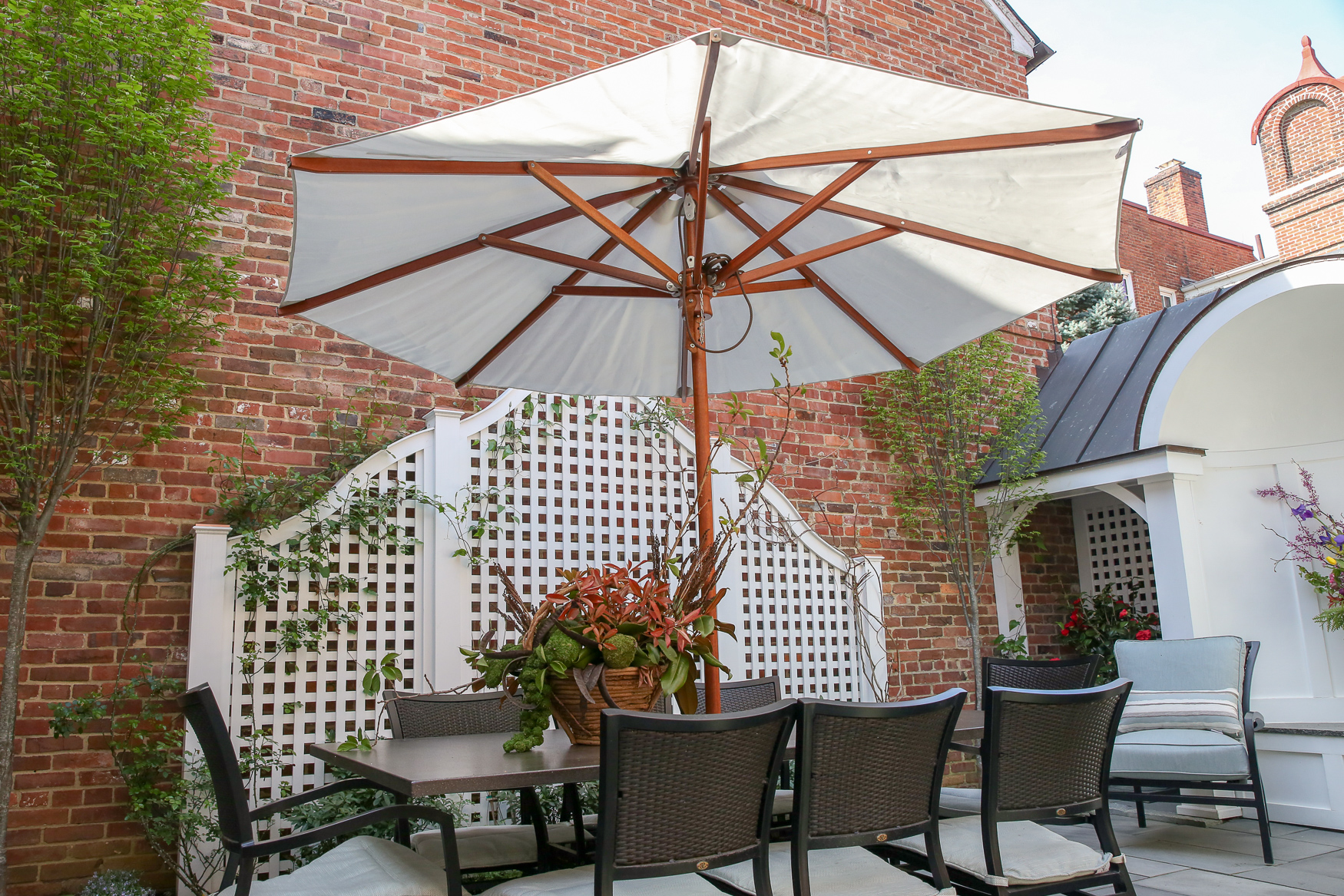 Is there anything better than eating al fresco?{ } (Amanda Andrade-Rhoades/DC Refined)