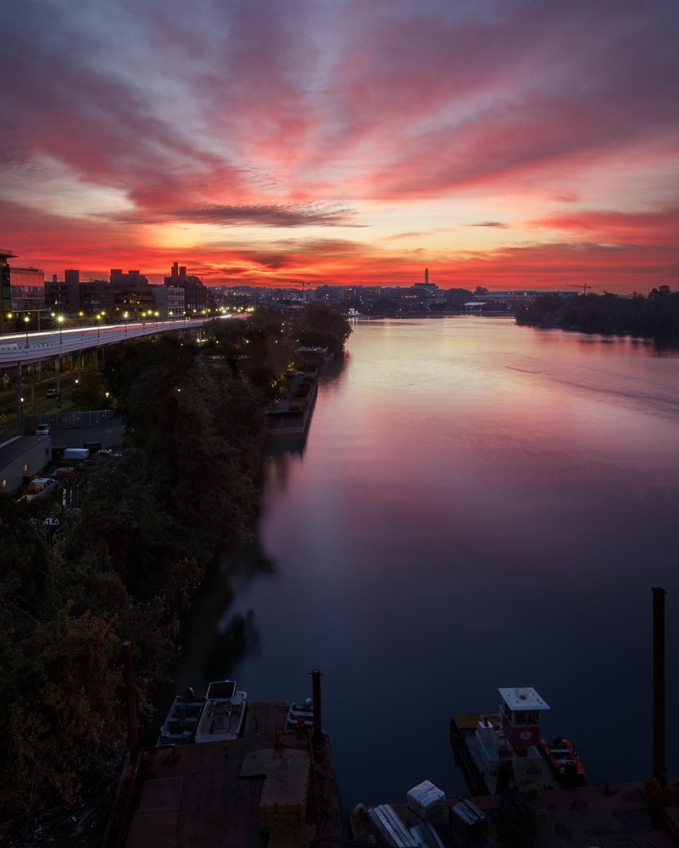D.C. is just stunning at sunrise and sunset. (Image via @markalanandre)