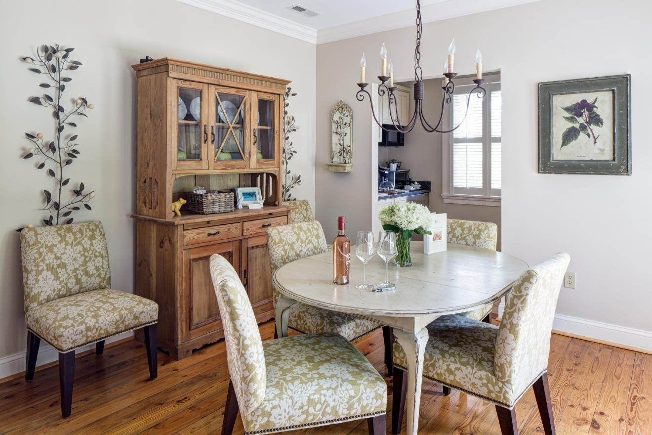 Cottage dining room (Andrea Hubbell)