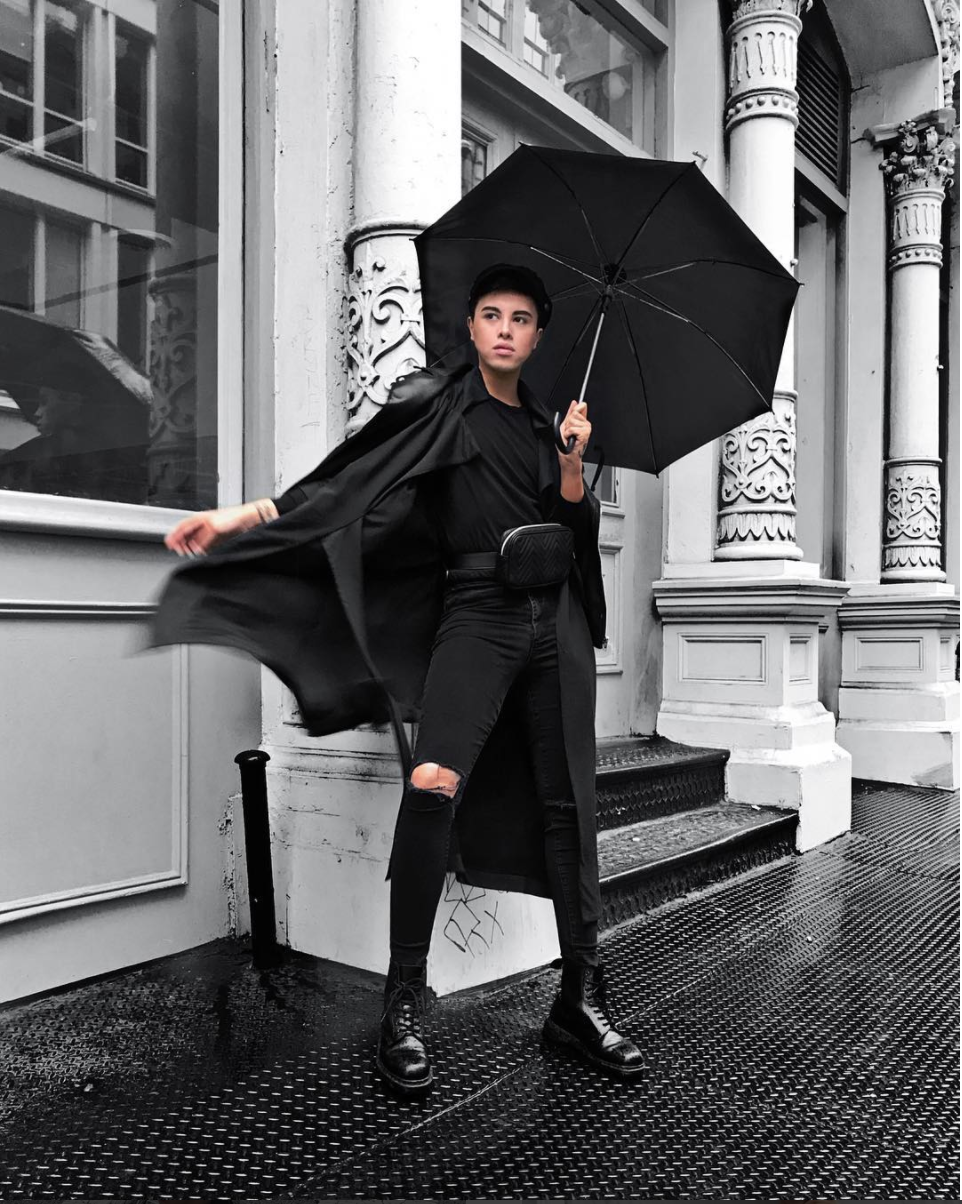 Antonio Mostajo served LOOKS at NYFW. Although the weather was drizzly, there's so much drama in this outfit that the look is captivating in its own right. (Image via @theantoniomostajo)<p></p>