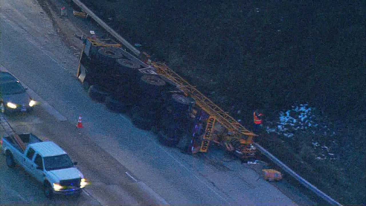 Crane falls off truck on interstate south of Seattle, huge backup forms (KOMO)