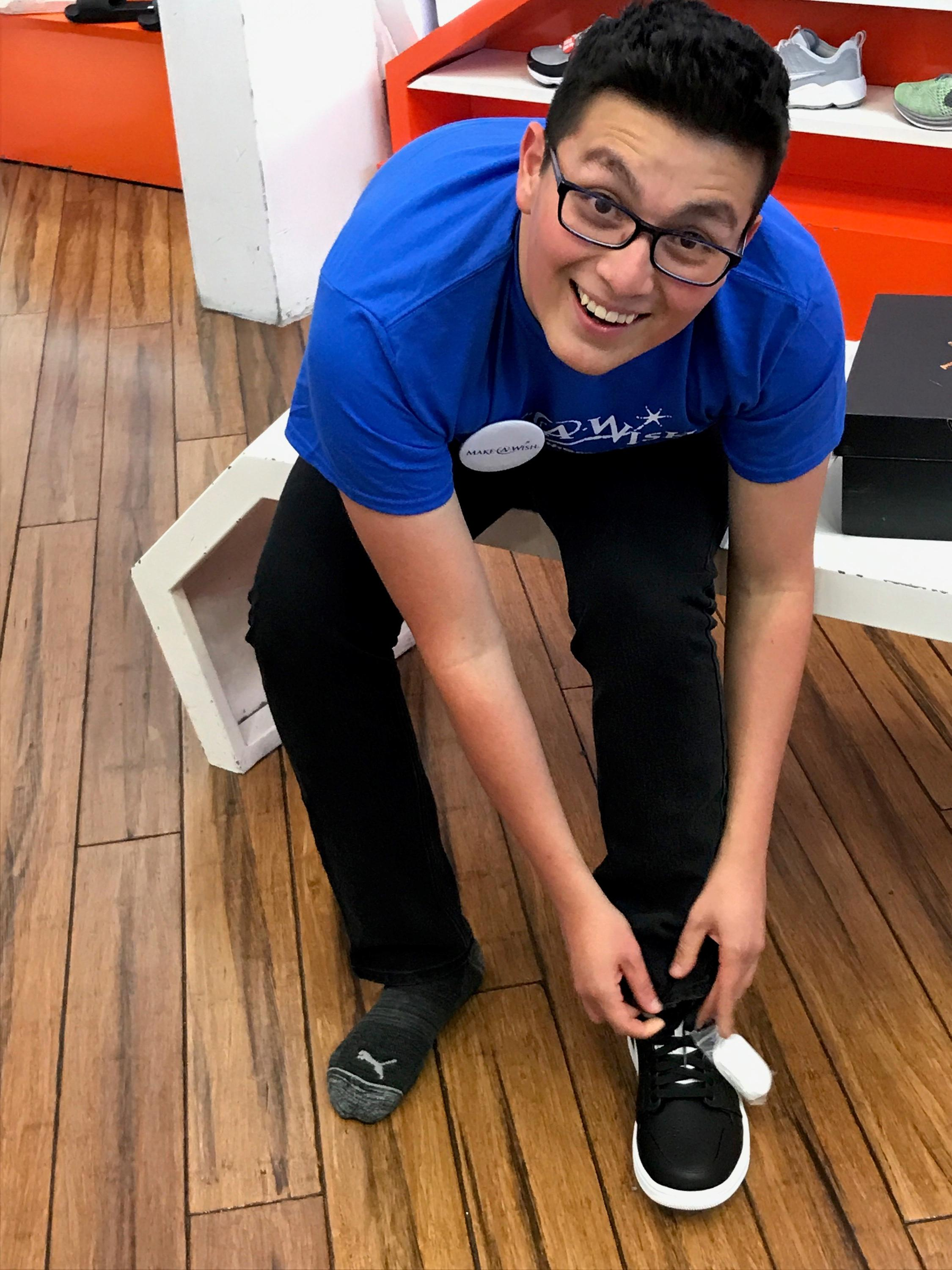 Jon trying on shoes{&amp;nbsp;}(Courtesy Make-A-Wish Foundation)<p></p>