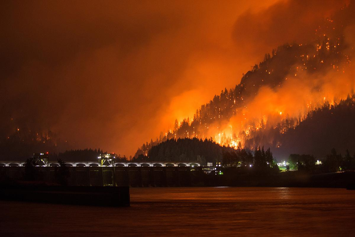 Eagle Creek Fire Explodes Forces Evacuations I 84 Closed