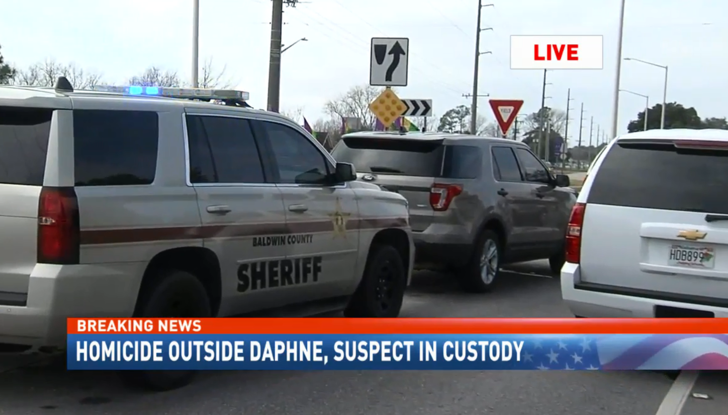 (image: WPMI) Sheriffs on scene of homicide outside Daphne