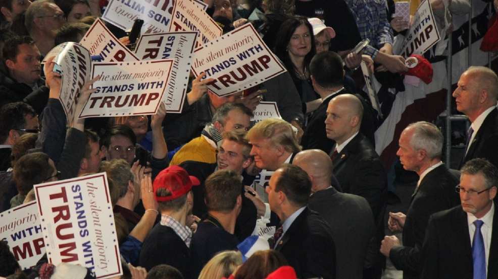 Trump big crowd in_Iowa,_January_2016.jpg