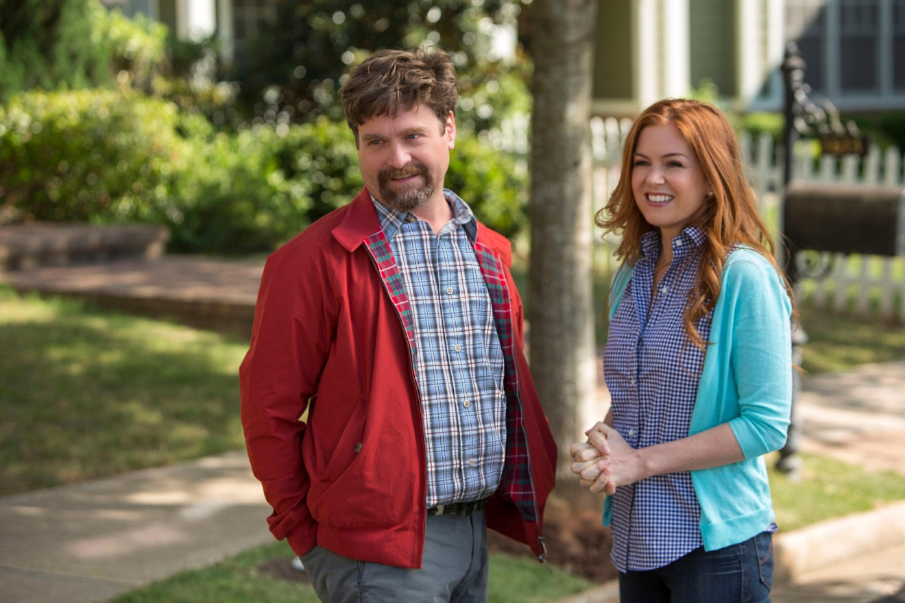An ordinary suburban couple (Zach Galifianakis, Isla Fisher) is about to see life turned upside-down when a new couple moves next door. (Photo: Frank Masi, SMPSP)