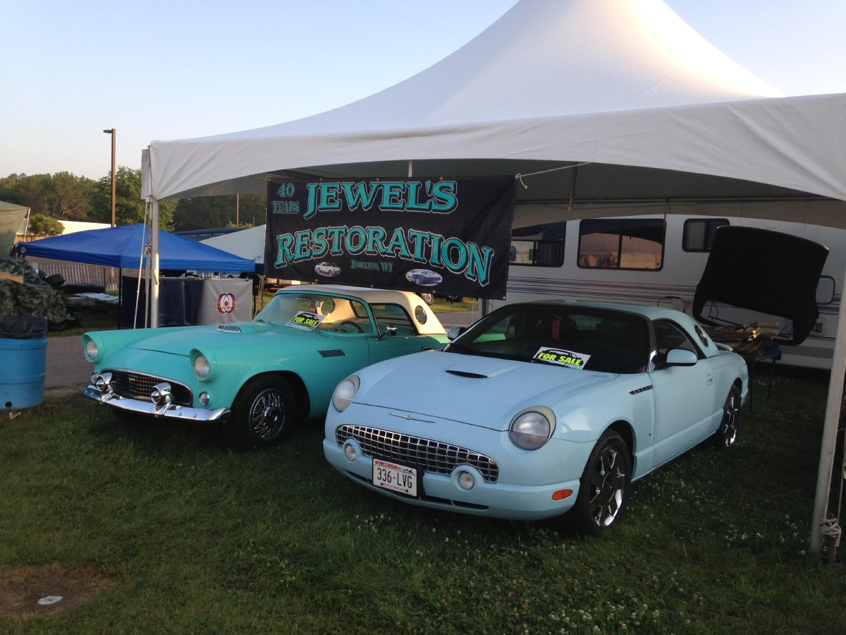 Checking out the 2015 Iola Car Show | WLUK