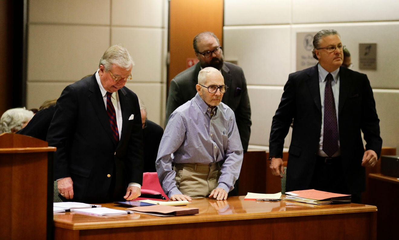 Real estate heir Robert Durst, center, appears in a courtroom for a hearing with his attorneys, Dick DeGuerin, left, and David Chesnoff, Wednesday, Dec. 21, 2016, in Los Angeles. (AP Photo/Jae C. Hong, Pool)