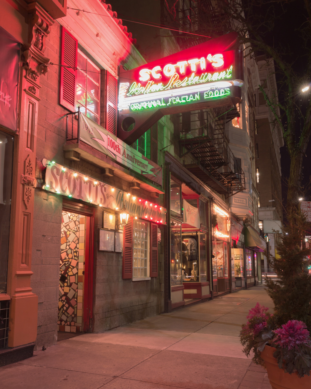 SIGN: Scotti's Italian Restaurant / ADDRESS: 919 Vine St, Cincinnati, OH 45202 // Image: Phil Armstrong, Cincinnati Refined // Published: 2.18.17