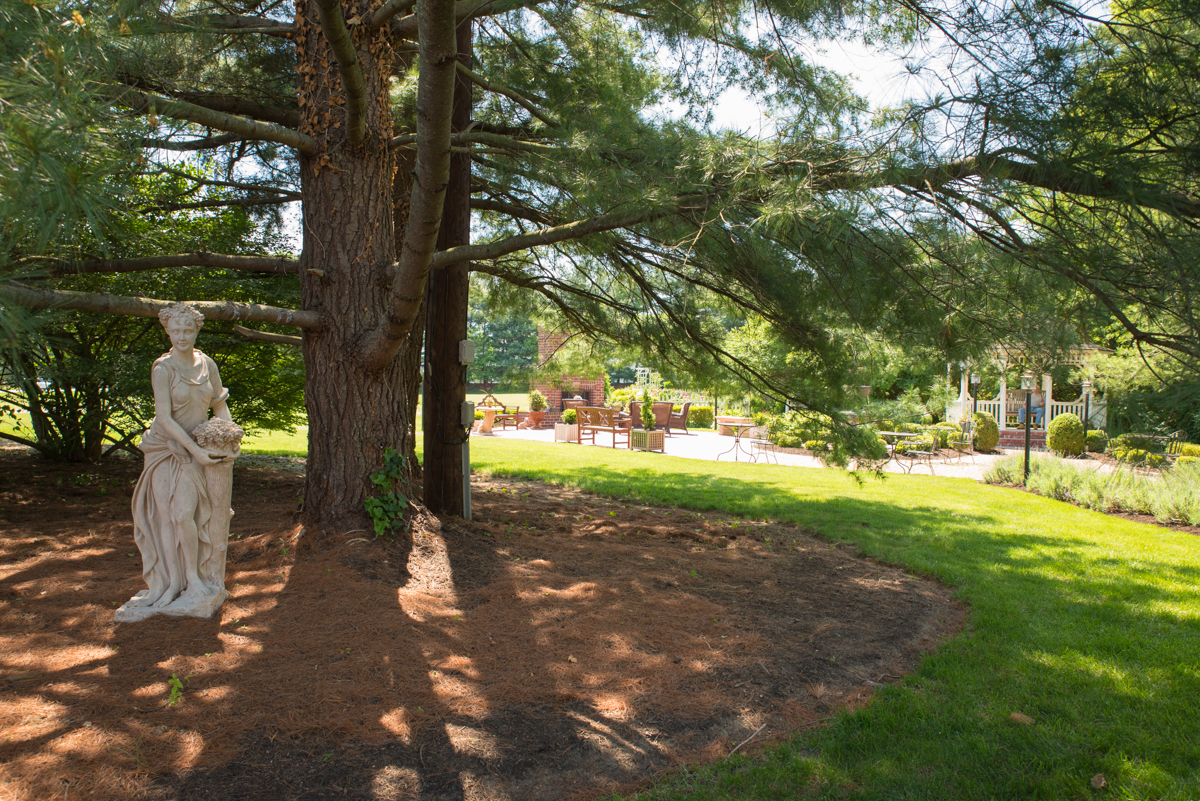 The Inn has a pool, beautiful gardens with walking trails, and a historic colonial house (circa 1799) where complimentary breakfast is served each morning. / Image: Sherry Lachelle Photography // Published: 5.24.17