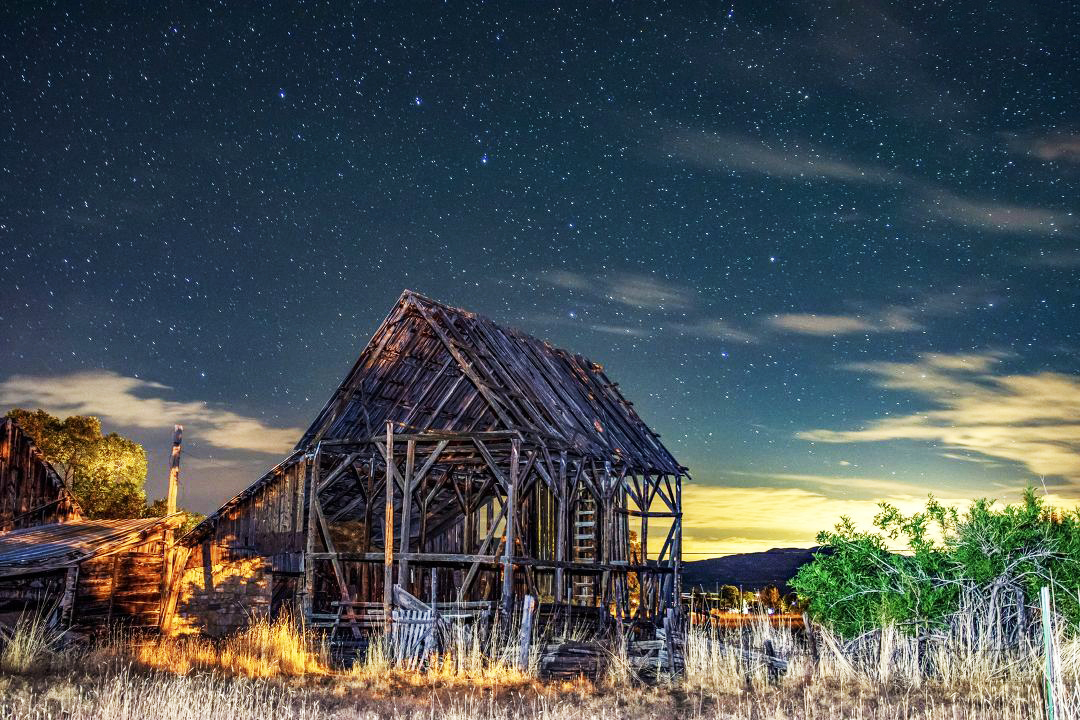 Barn and the Big Dipper. (Jon Hafen)