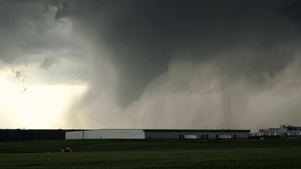 Inside the Storm: Tornado touches down in Arkansas City, Kansas