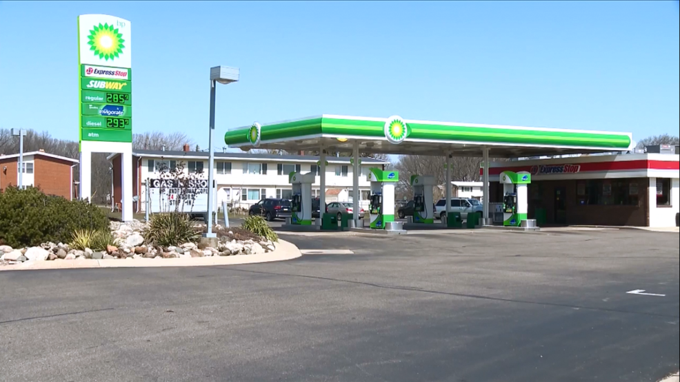 Gas station clerk helps save woman who was randomly shot   WWMT