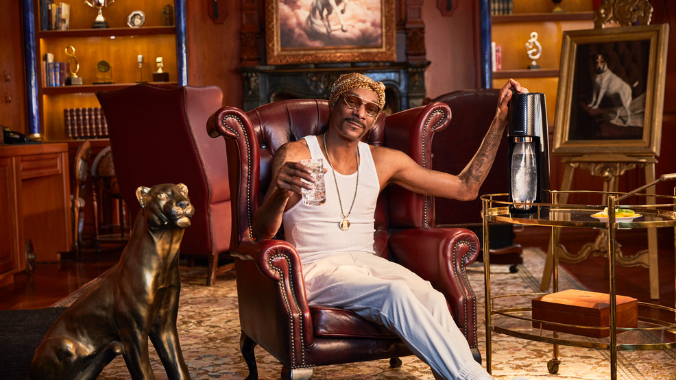 Snoop Dogg 'saves the planet' in new anti-plastic bottle holiday ad sodastream (2).jpg