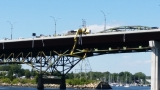 Workers stranded under Sakonnet River Bridge rescued