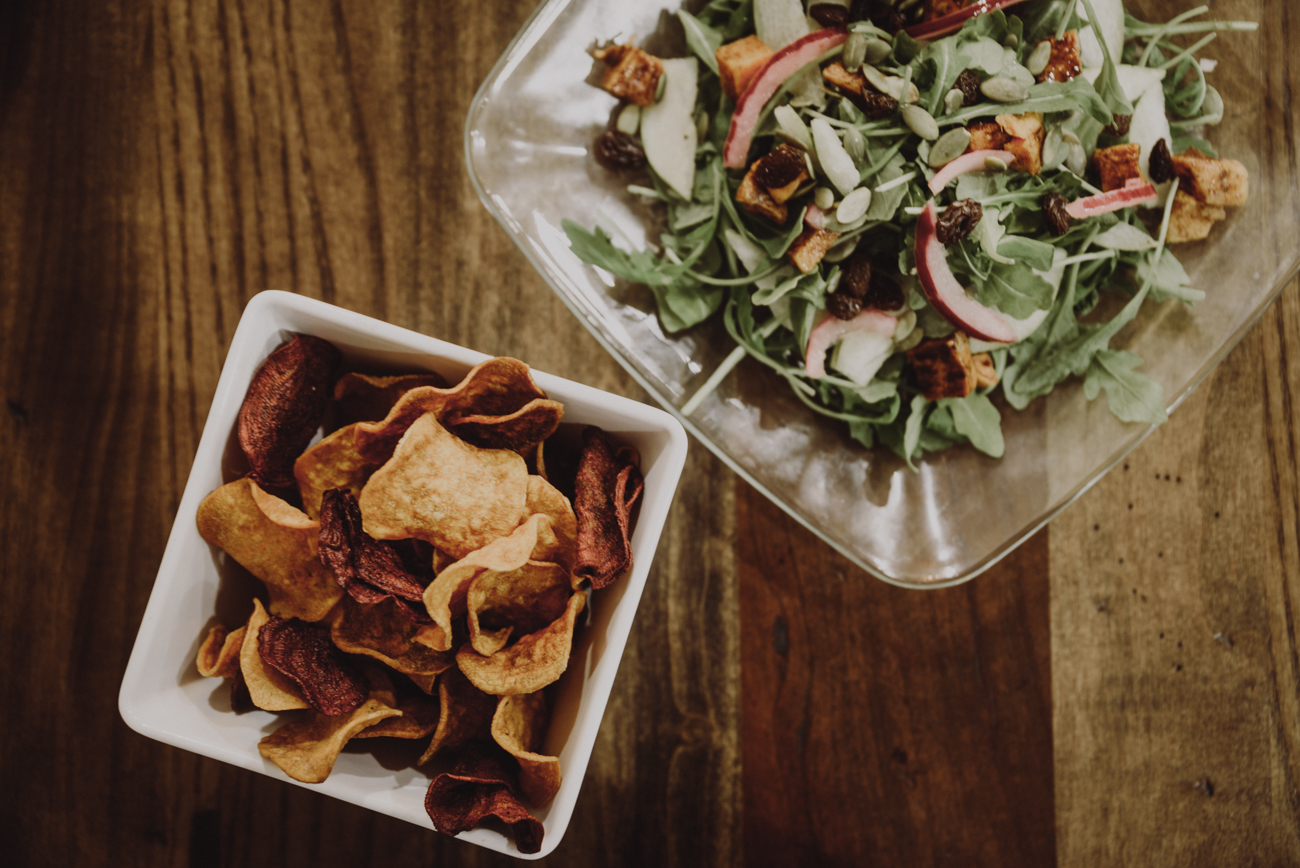 The arugula and sweet potato salad: arugula and roasted sweet potato, toasted pumpkin seeds, raisins, pear, and pickled red onion with a cinnamon maple dressing served with the handmade veggie chips / Image: Brianna Long // Published: 9.12.18
