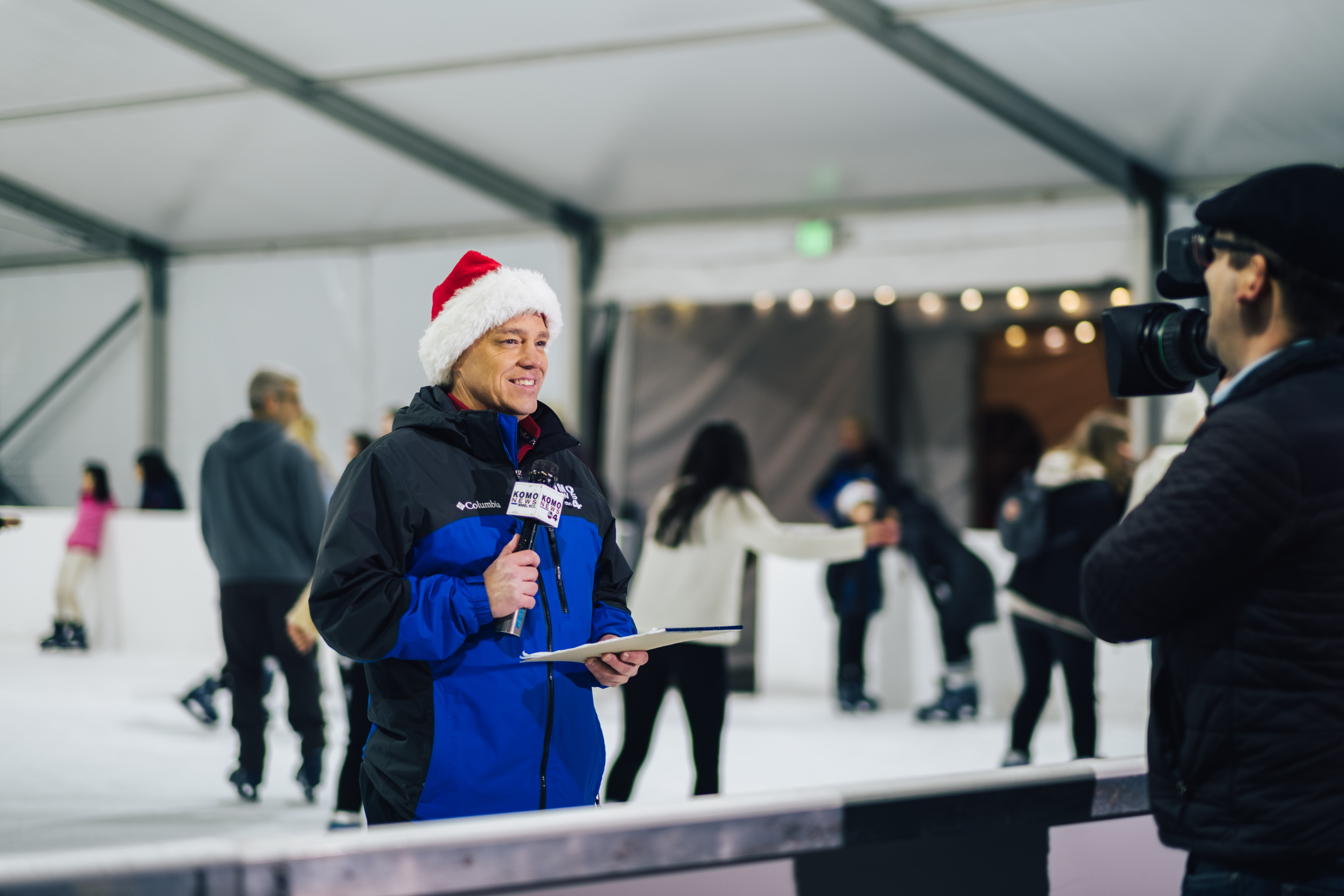 And just like that, STAR 101.5 radio is officially SANTA FM for the season! The flip happened Nov. 30 at the Ice Skating Arena at Bellevue Downtown Park, and if you tune in now through Christmas Day! (Image: Ryan McBoyle / Seattle Refined)