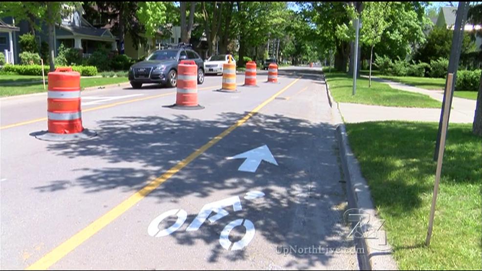 downtown traverse city street gets new bike lane wpbn. Black Bedroom Furniture Sets. Home Design Ideas