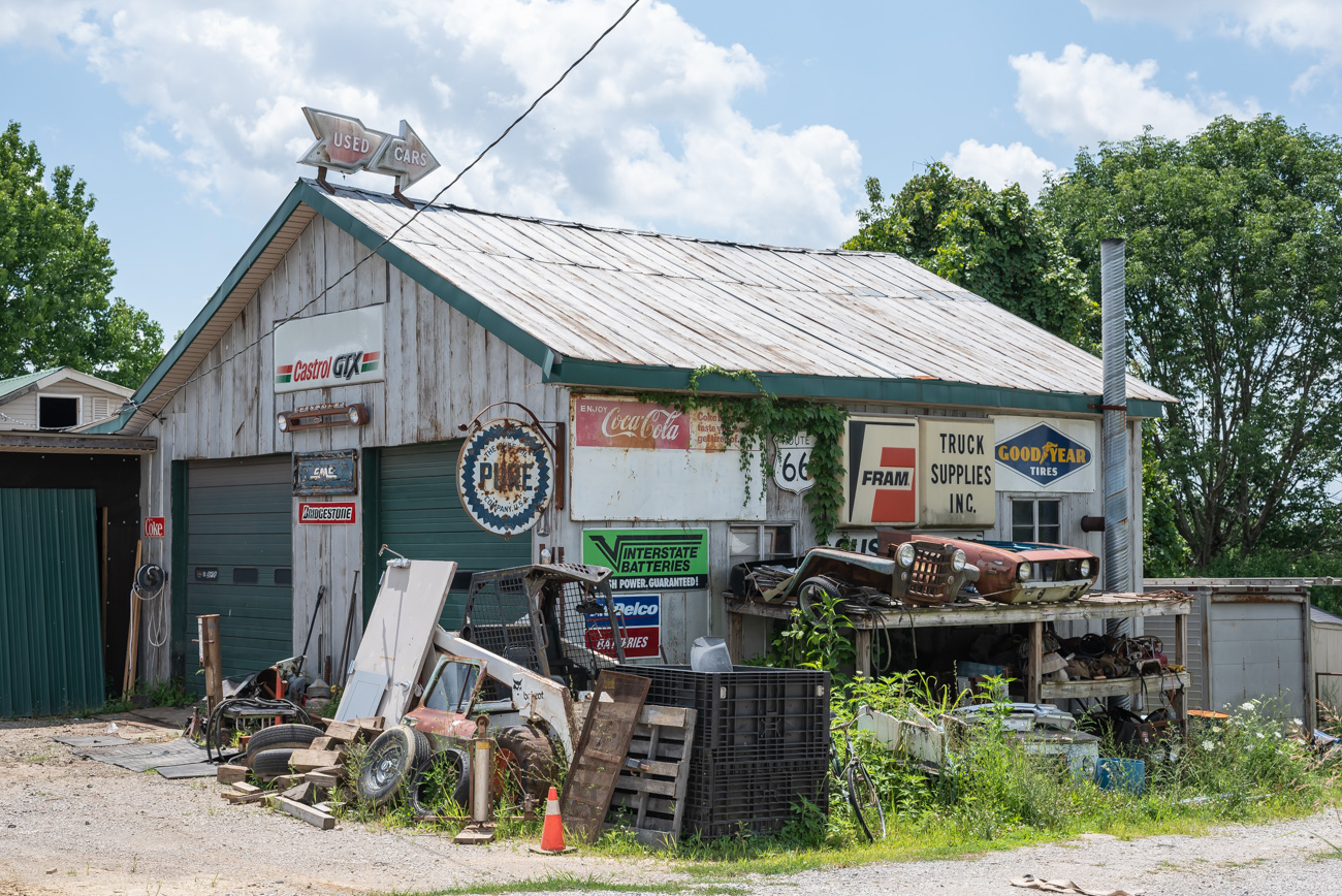 An old autobody shop located at 2541 Cincinnati Road (US-25) North of Georgetown, KY.{ } / Image: Mike Menke // Published: 8.25.20{ }