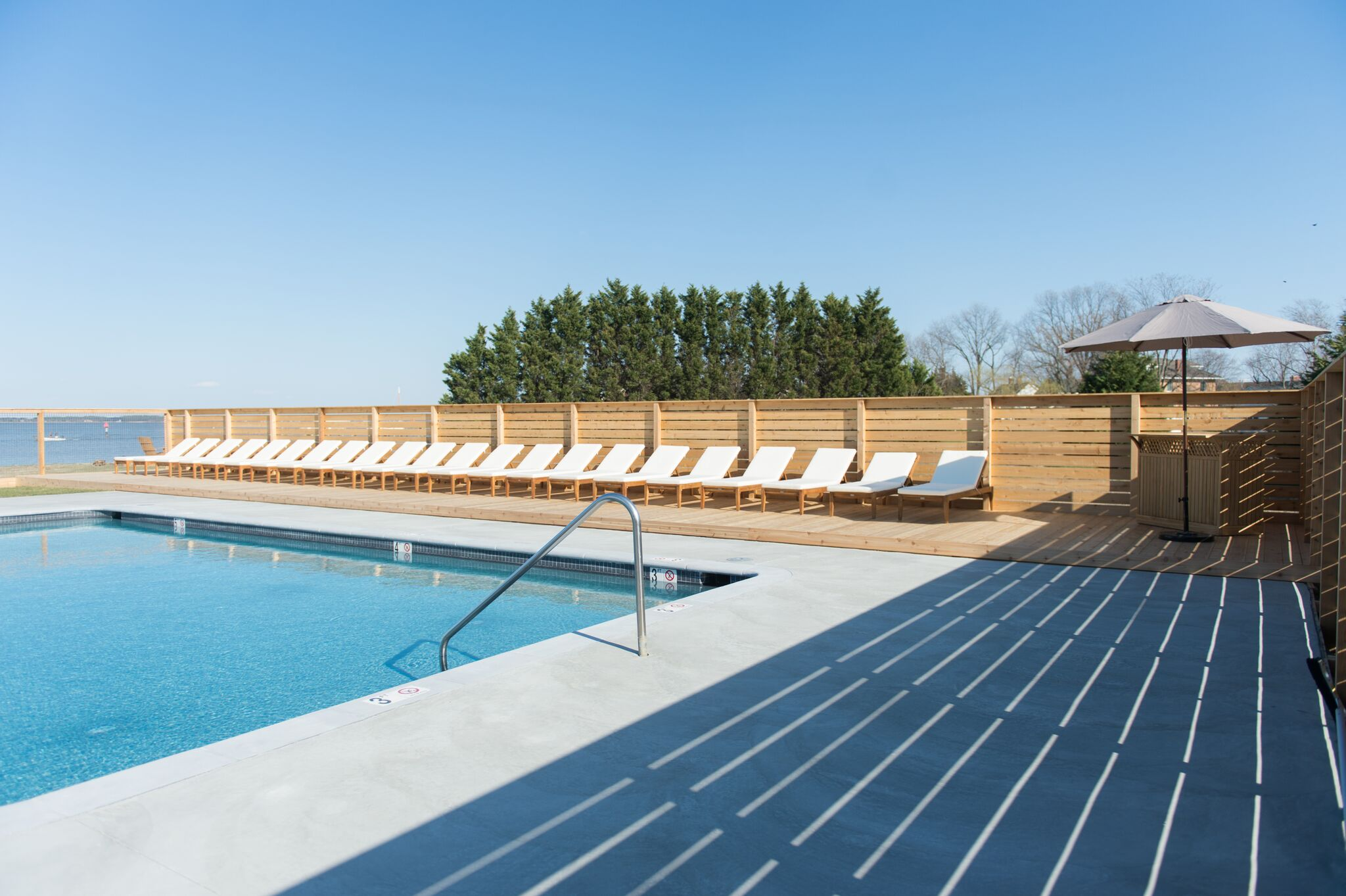 The resort features a saltwater pool overlooking the Chesapeake Bay (Image: Wylder Hotel)