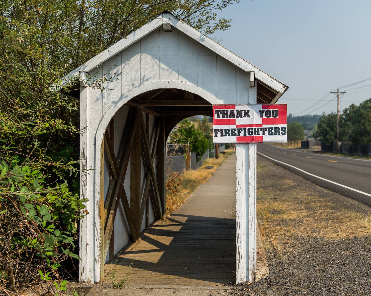 A sign of support for firefighters working the Jones Fire up Fall Creek seen in Lowell, Ore. (via Willamette Wildfires 2017)