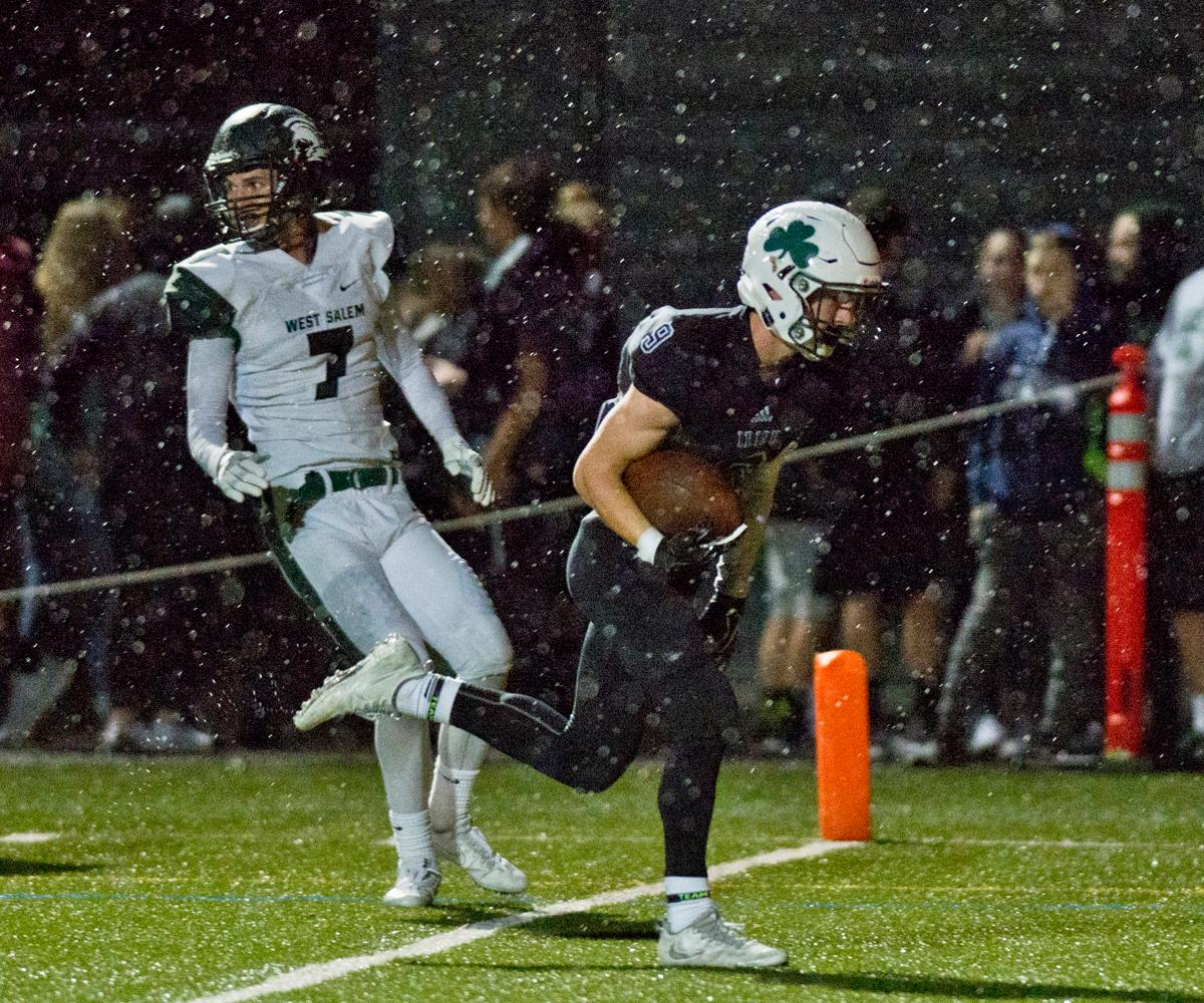 Sheldon Irish wide receiver Jack Folsom (#9) sprints into the end zone for a touchdown. Photo by Dan Morrison, Oregon News Lab