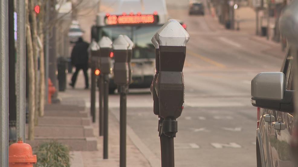 are parking meters free on weekends in columbus ohio