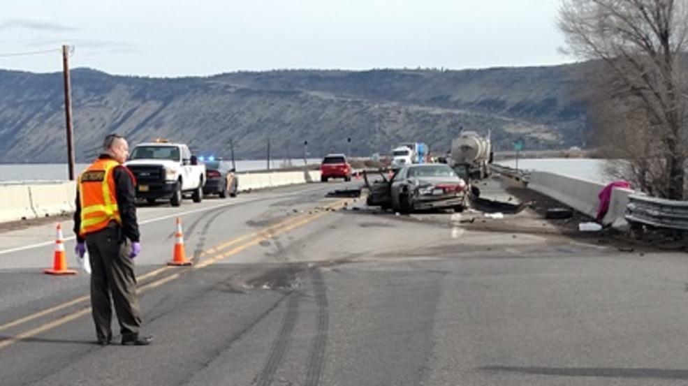 Fatal crash closes Hwy 97 north of Klamath Falls | KMTR