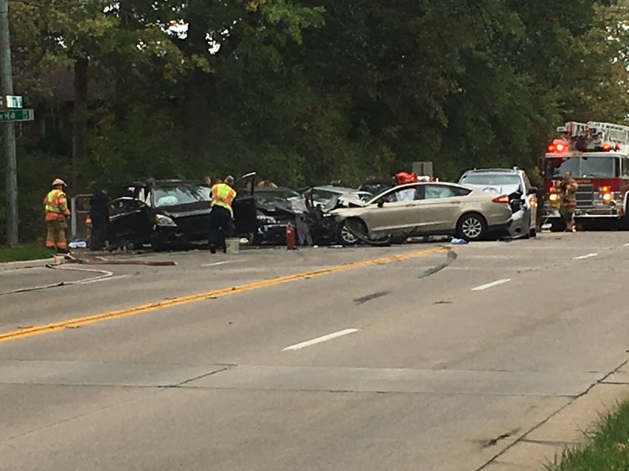 Police are responding to a four vehicle accident on Chatham Road and Lawrence Avenue. (WRSP Photojournalist Shawn Shanle)