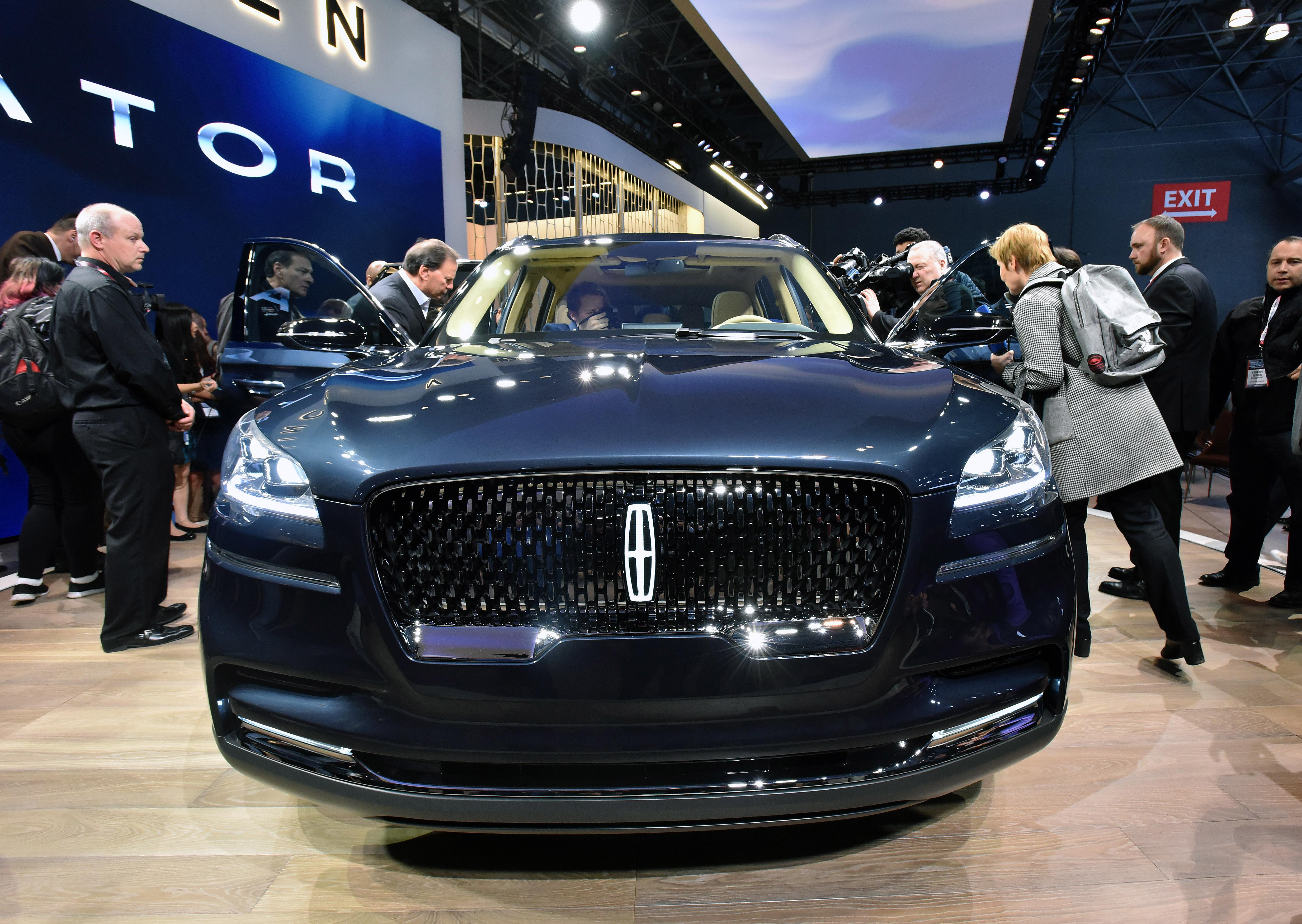 NEW YORK AUTO SHOW: Lincoln introduces all-new Aviator SUV | WSMH