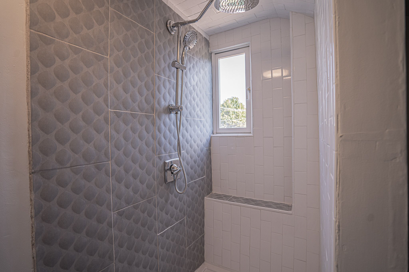 The massive shower in Unit #3 is glorious. / Image: Tchapo Long // Published: 10.8.20