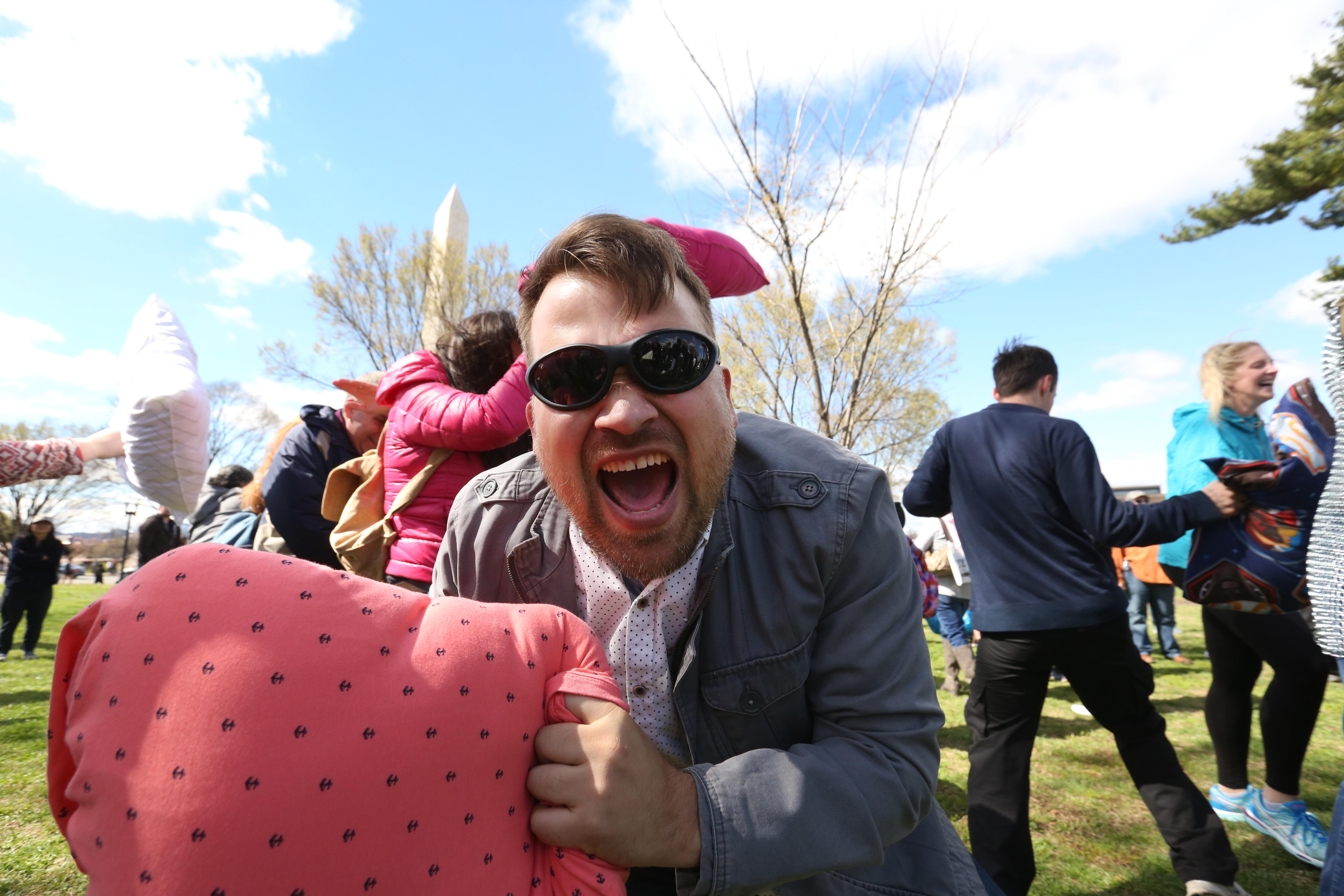 Dozens of locals gathered on the National Mall on April 1 for a pillow fight. The loosely organized event brought together people of all ages who got the chance to let loose and have a little fun. (Amanda Andrade-Rhoades/DC Refined)