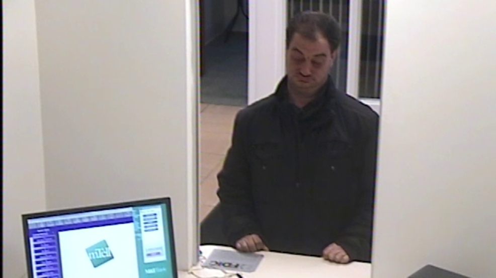 PHOTOS: Syracuse police looking for bank robbery suspect
