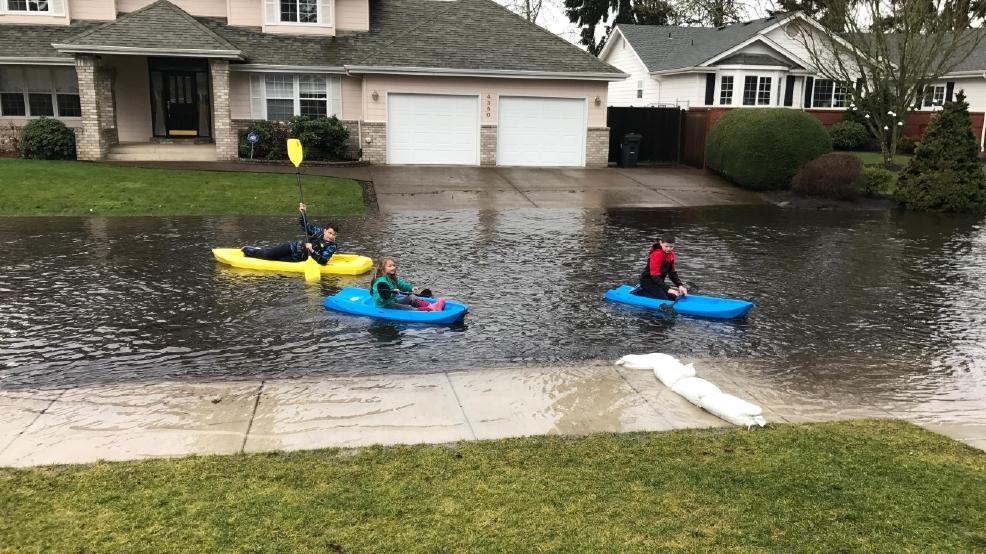 Eugene Street Floods When It Rains Residents Say Kmtr