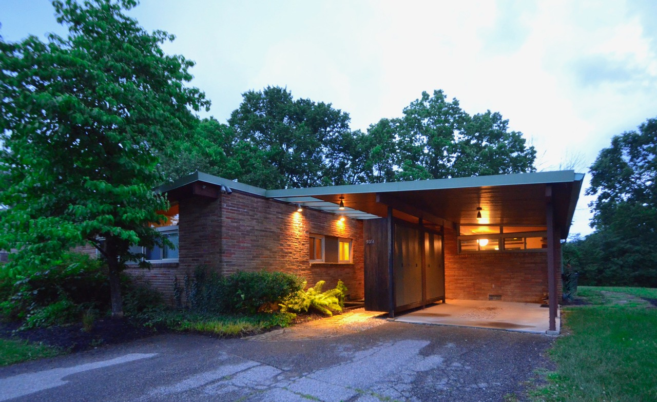 9351 Westbury Drive is a 3-bed, 2-bath house in Springfield Township that was designed by Cincinnati architect Hans Neutzel in 1959. It is on the market for $176,500. / Image: Susan Rissover, cincinnatimodern // Published: 7.8.18