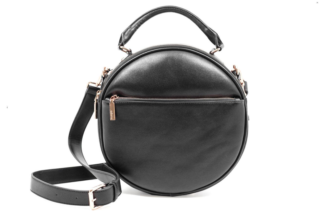 Gemma Bag designed by Adorne from Moorea Seal Collection ($65.99). Find on mooreaseal.com. (Image courtesy of Moorea Seal Store)