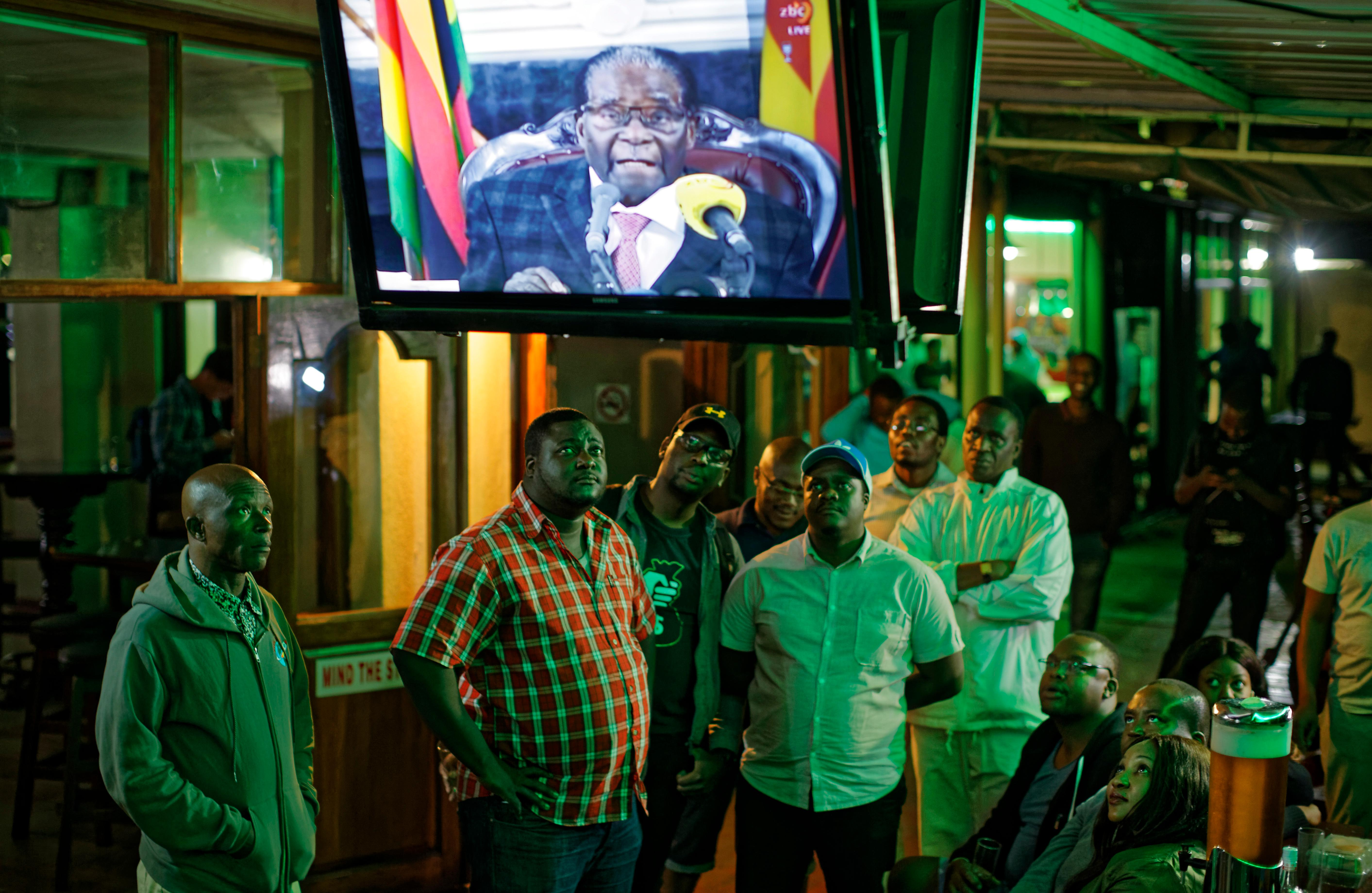 Disappointed Zimbabweans watch a televised address to the nation by President Robert Mugabe at a bar in downtown Harare, Zimbabwe Sunday, Nov. 19, 2017.{&amp;nbsp;} (AP Photo/Ben Curtis)<p></p>