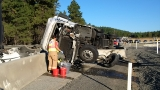 Semi truck rollover crash snarls I-90 traffic east of Cle Elum