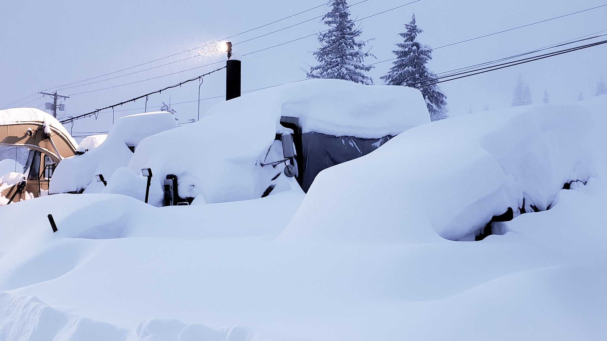 "53"" of snow falls at Snoqualmie Pass in just 2 days! (Photo: Summit Snoqualmie Ski Resort / @SummitSnow411)"