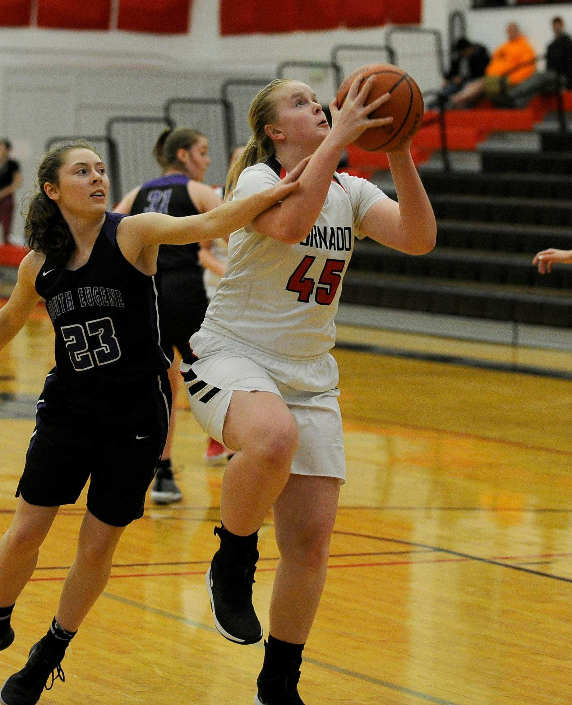 Andy Atkinson / Mail TribuneNorth's Hannah Drysdale drives to the hoop in the 2nd quarter.