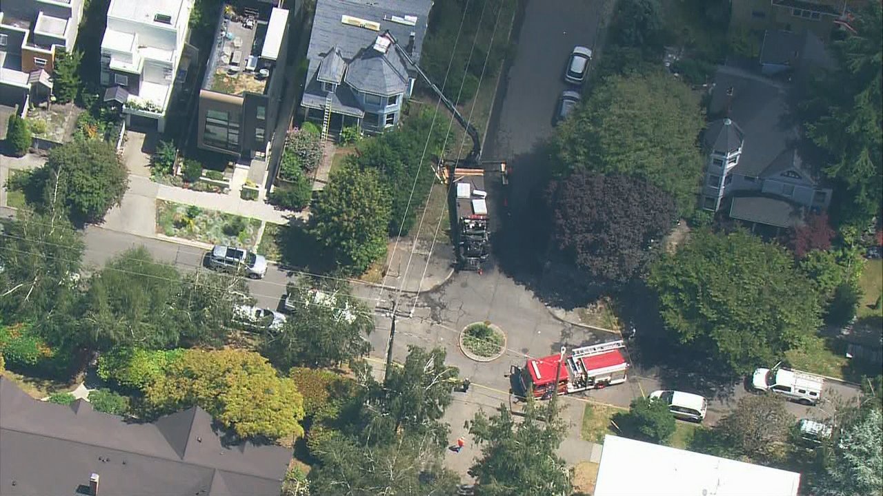 Crane strikes power line, creates widespread outage in Seattle | KOCB
