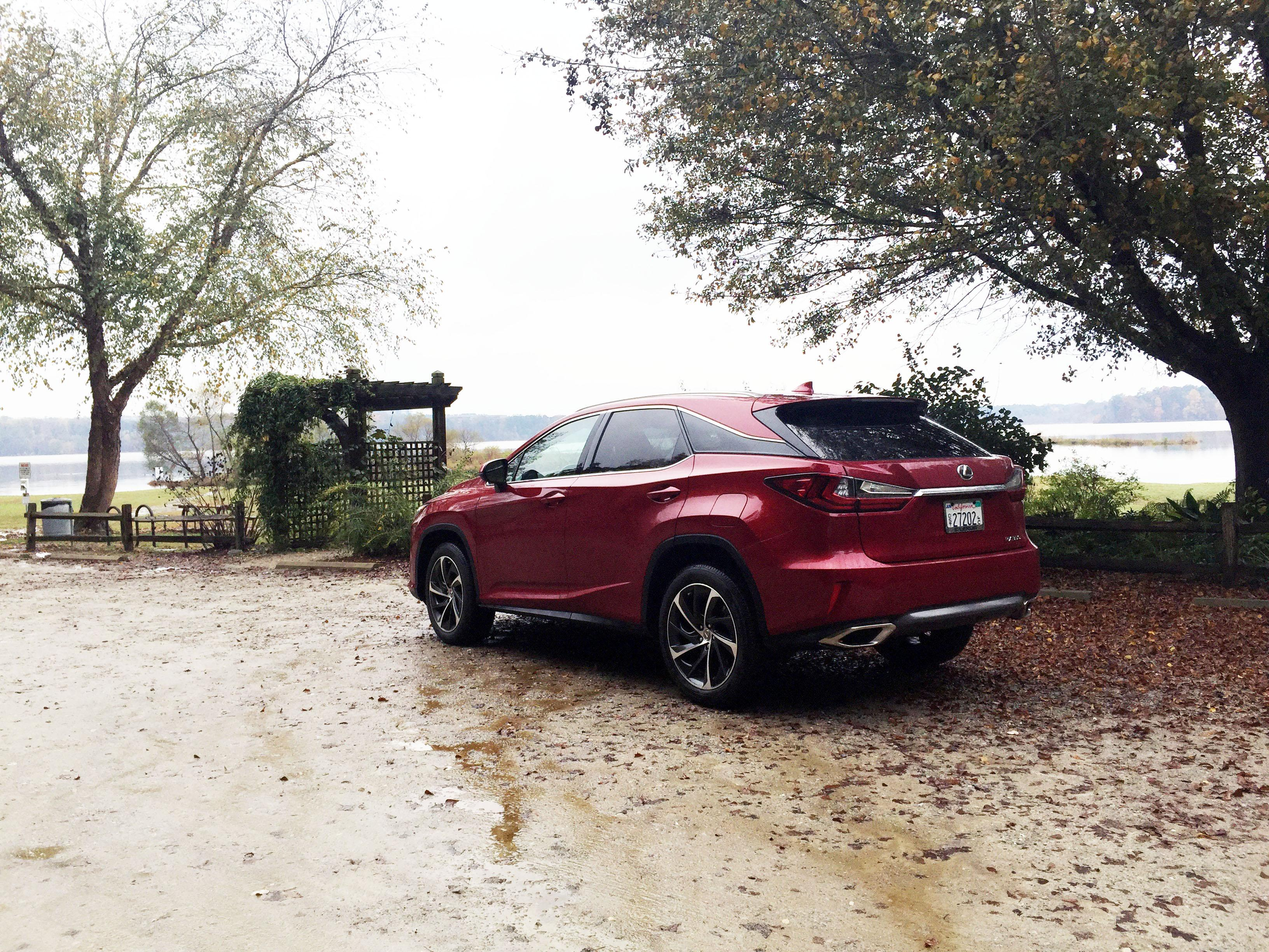 2016 Lexus RX rear quarter view