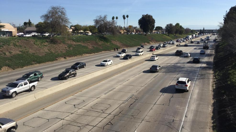 Traffic interrupted along Hwy 99 in Bakersfield | KBAK