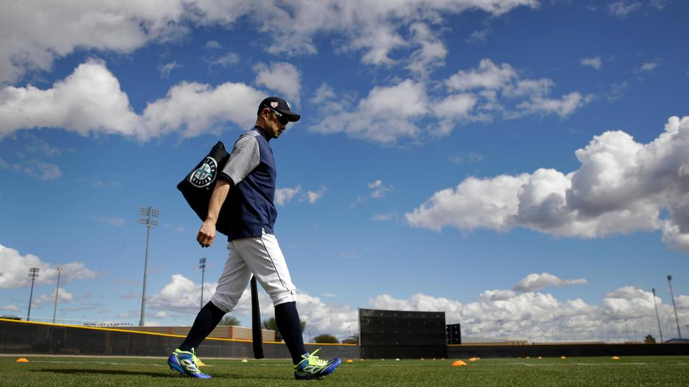 Suzuki starts likely last spring opener with a hit for M's