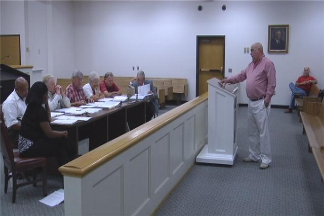 Sumner Mayor Don Long speaks to Worth County Commissioners. / Jessica Fairley