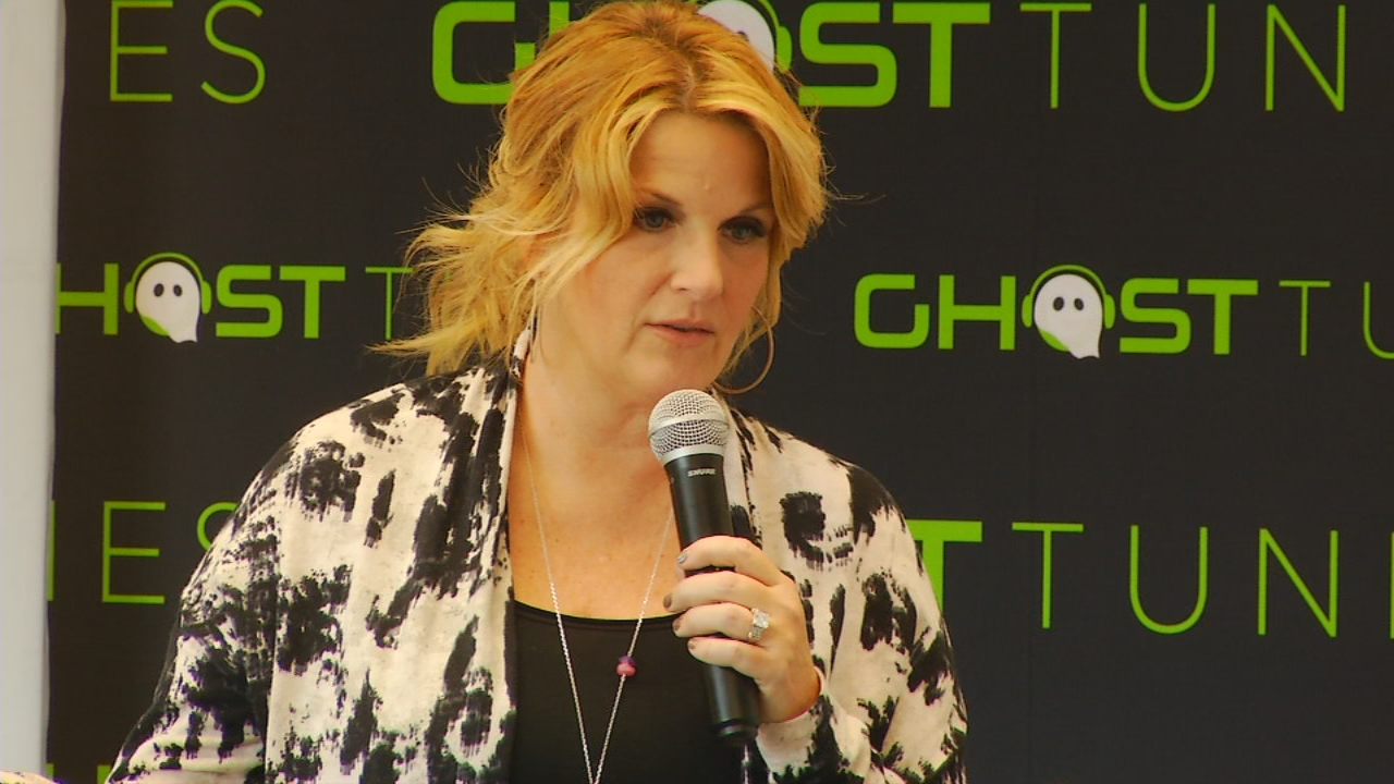 Trisha Yearwood speaks at a press conference on Nov. 18, 2016, in the Upstate.  For the first time in 25 years, her husband, Garth Brooks, played a show in Greenville, S.C.  Before the show got started, Brooks and Yearwood, spoke with News 13. (Photo credit: WLOS staff)