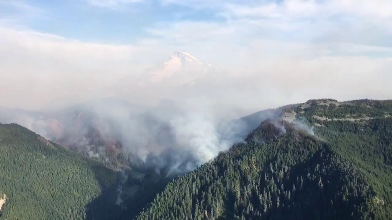 An Oregon Army National Guard CH-47 Chinook helicopter drops nearly 2,000 gallons of water using a Bambi Bucket onto the Whitewater Fire in the Mount Jefferson Wilderness Area on August 7, 2017. (Video by Capt. Leslie Reed, Joint Force Headquarters Public Affairs) Thumbnail